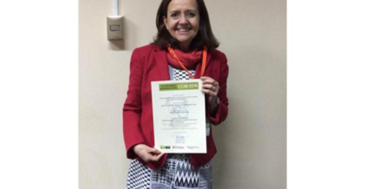 Profesora de la Escuela de Pedagogía recibe reconocimiento en importante congreso de Barcelona