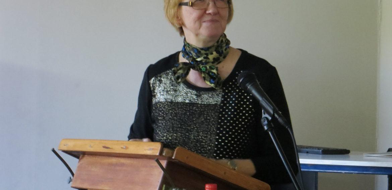 """Profesora estadounidense expuso sobre """"Liderazgo Contemplativo"""" durante inauguración de Posgrados y Postítulos"""