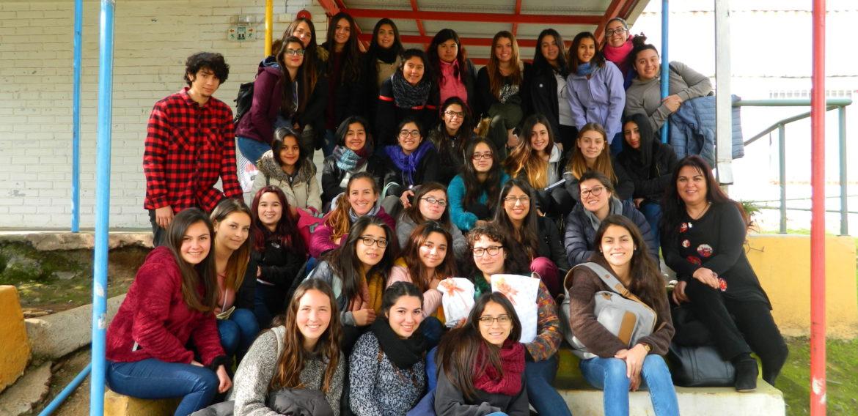 Estudiantes de Educación Parvularia visitan experiencia educativa en Cabildo