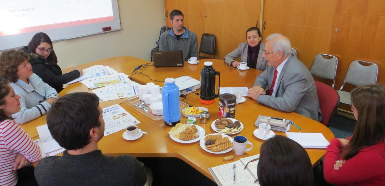 Magíster en Liderazgo realizó conversatorio sobre pensamiento crítico en el aula