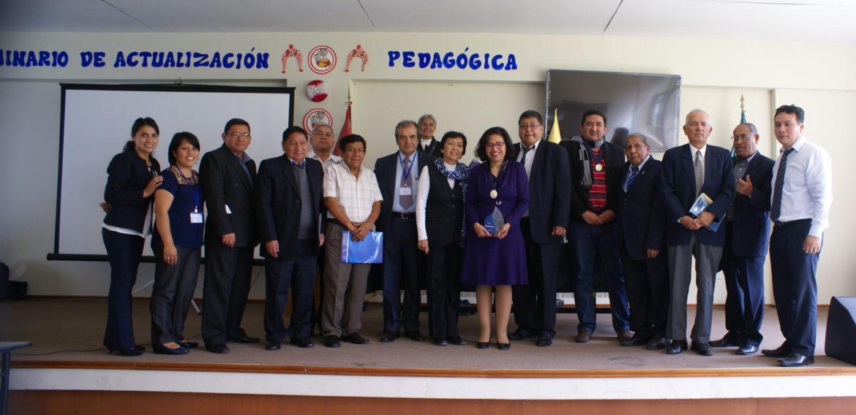 Académica de la Escuela de Pedagogía realiza conferencia inaugural en I CODIMIN de Perú