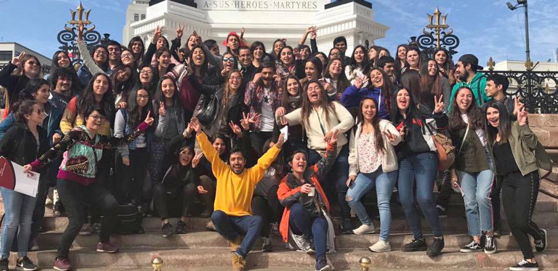 Salida Pedagógica: Estudiantes y profesores de la carrera de Educación Básica PUCV recorren sector patrimonial de Valparaíso