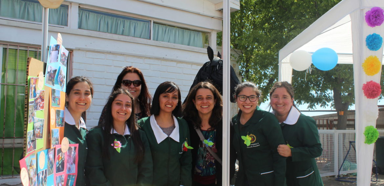 Educadoras de párvulos en formación participan en Feria del Buen Trato de Jardín Burbujitas