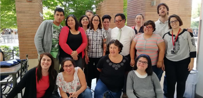 """Cooperativa española """"Altavoz"""" visita la PUCV en el marco de proyecto sobre accesibilidad cognitiva"""