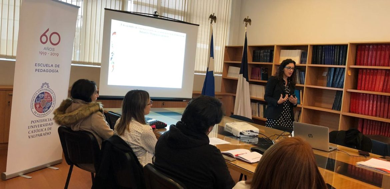 La Dra. Inmaculada Gómez de la Universidad de Huelva participó en coloquio de la Escuela de Pedagogía