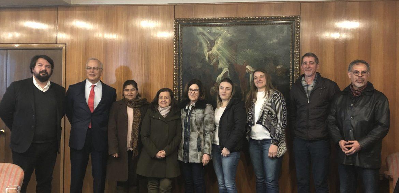 Programa de Magíster en Liderazgo y Gestión en Organizaciones Escolares PUCV recibe pasantes de la UNOESC de Brasil