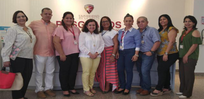 Directora de Magister en Liderazgo y Gestión en Organizaciones Escolares realiza visita a la Universidad de la Costa en Colombia