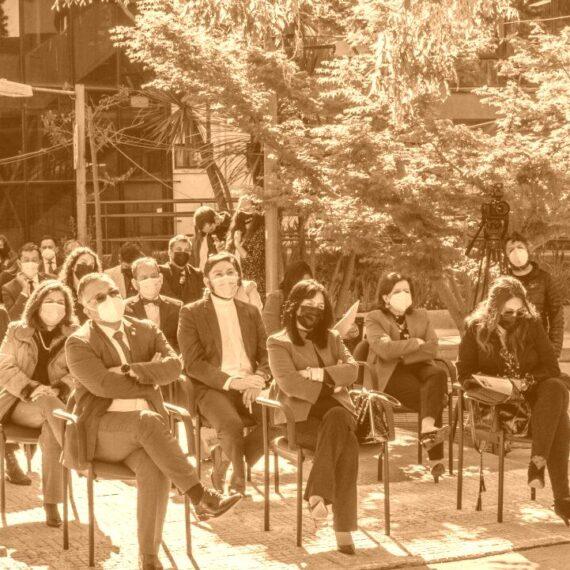 Magíster en Liderazgo y Gestión en Organizaciones Escolares vive su ceremonia de graduación de manera presencial